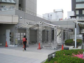 臨時仮設駐輪場・施工例(250角アルミトラス部材)
